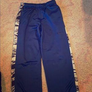 Nike boys sweat pants like new Large